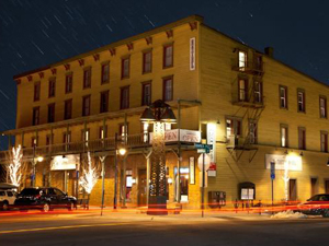 the truckee hotel image